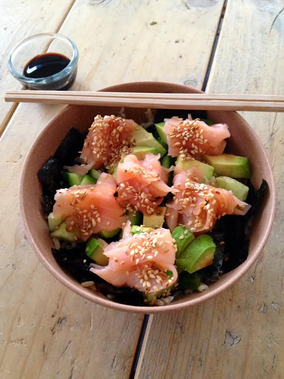 sushi in a bowl - www.puursuzanne.nl