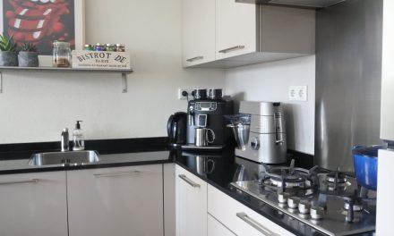 Welke producten staan er standaard in mijn keukenkasten?