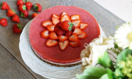 Vegan aardbeien cheesecake