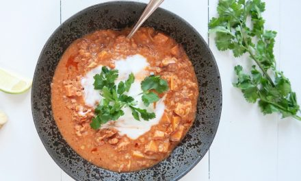 Vegetarische curry met rode linzen