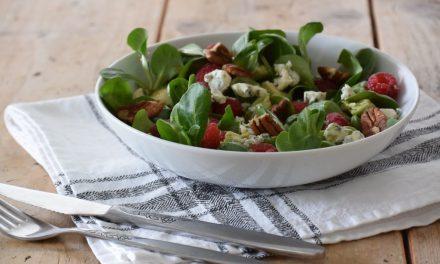 Salade met blauwe kaas en frambozen