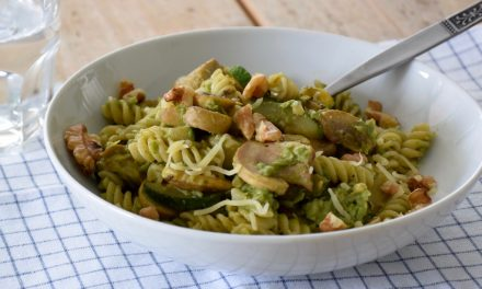 Vegetarische pasta met doperwtenspread