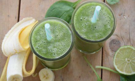 Groene smoothie met limoen