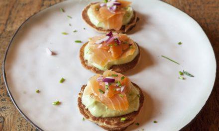 Blini's met zalm en avocado
