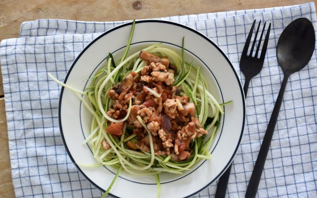 Courgette spaghetti met tomatensaus