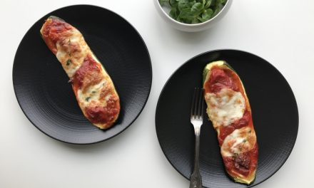 Gevulde courgette met tomatensaus