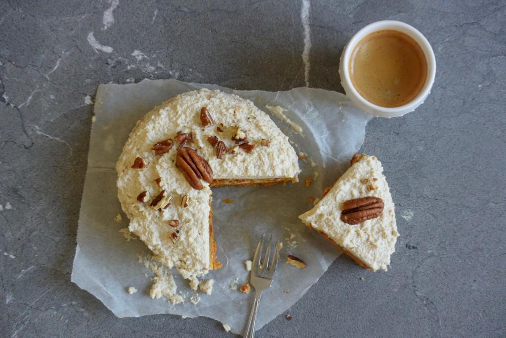 vegan worteltaart | vegan carrotcake | eet geen dierendag | www.puursuzanne.nl