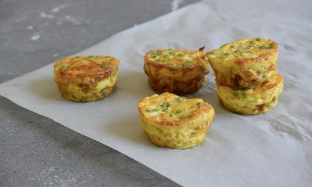 Ei muffins met prei en doperwten