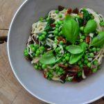 Pasta met doperwten en spinazie