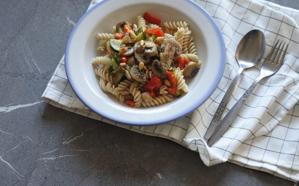 Vegan pasta met champignons