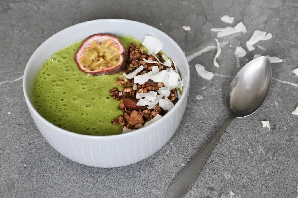 Smoothie bowl met spinazie - www.puursuzanne.nl
