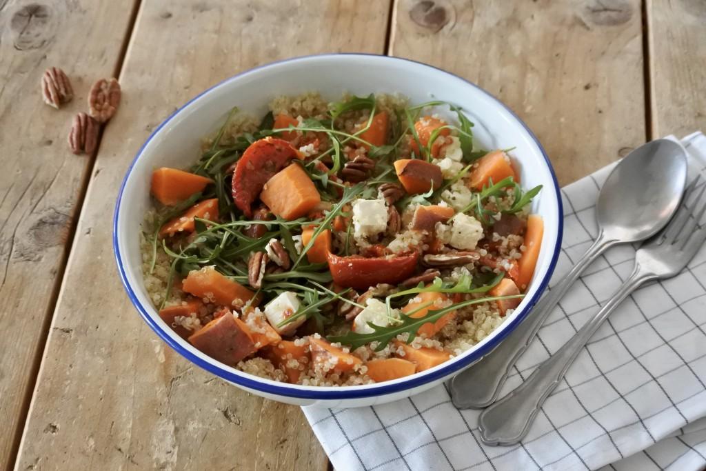 Salade met zoete aardappel en quinoa - www.puursuzanne.nl