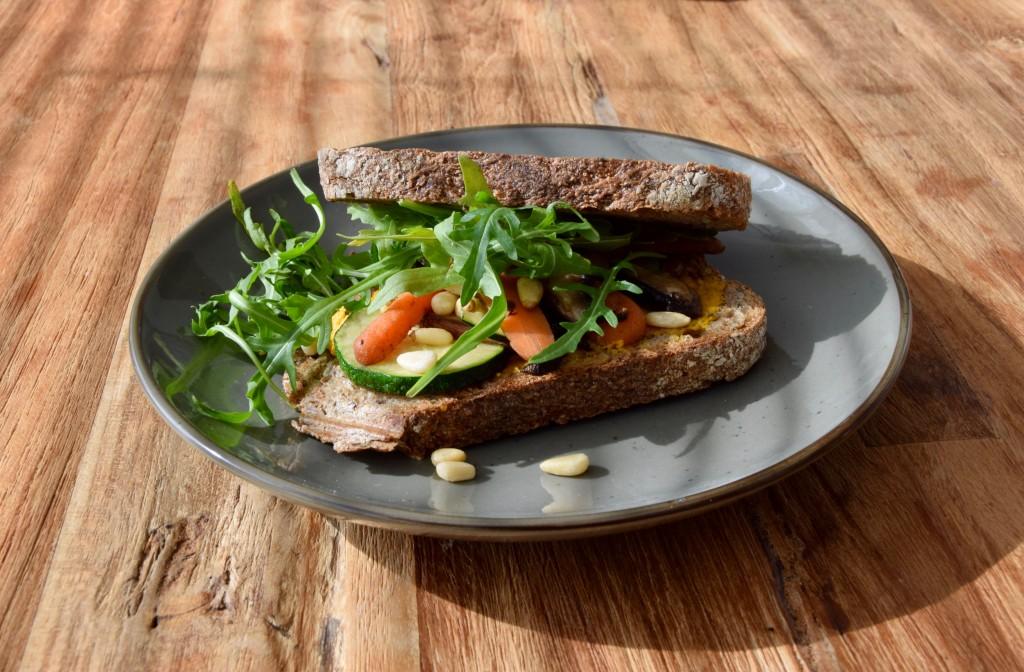groente tosti - vega en vegan broodbeleg - vegan lunch - www.puursuzanne.nl