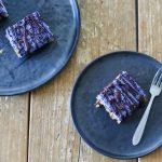 Raw taartjes met blauwe bessen