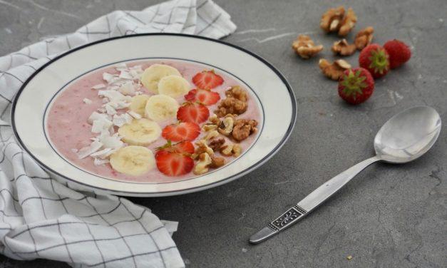 Smoothie bowl met aardbeien