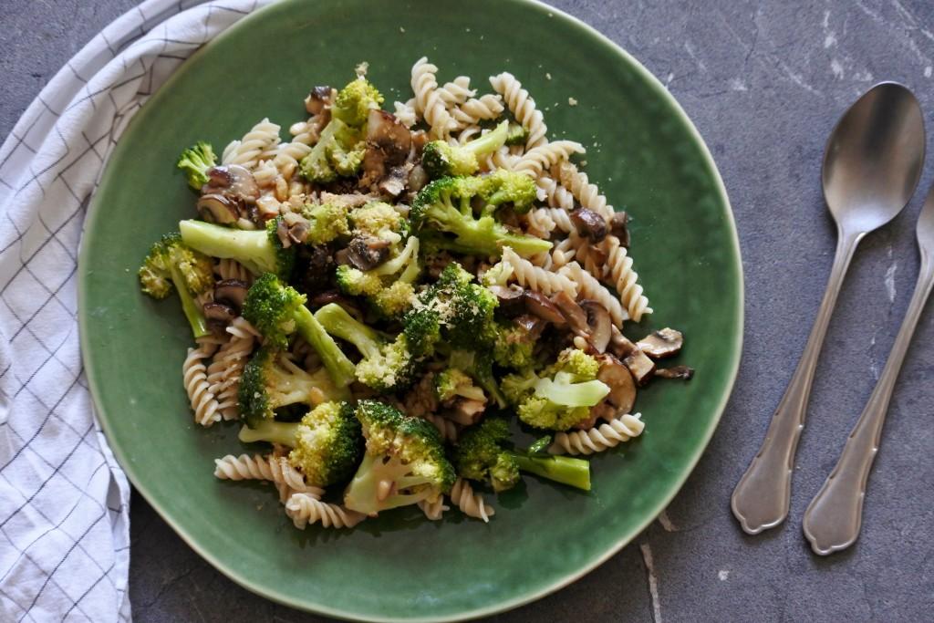 Pasta met broccoli | vegan lunch | vegan avondeten | makkelijke maaltijd | Puur Suzanne