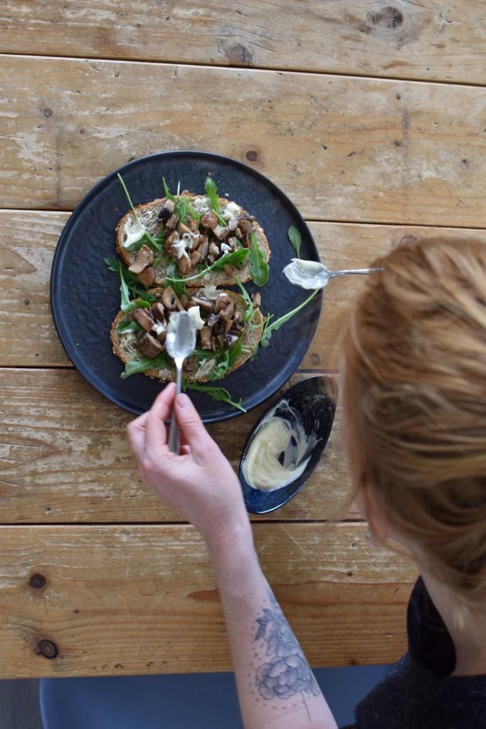 Boterhammen met gebakken champignons - vega en vegan broodbeleg