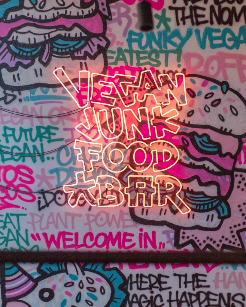 Vegan junk food bar - PuurSuzanne