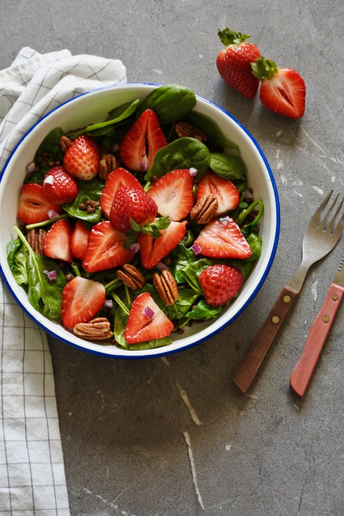 Salade met aardbeien | zomerse salade | vegan salade | Puur Suzanne