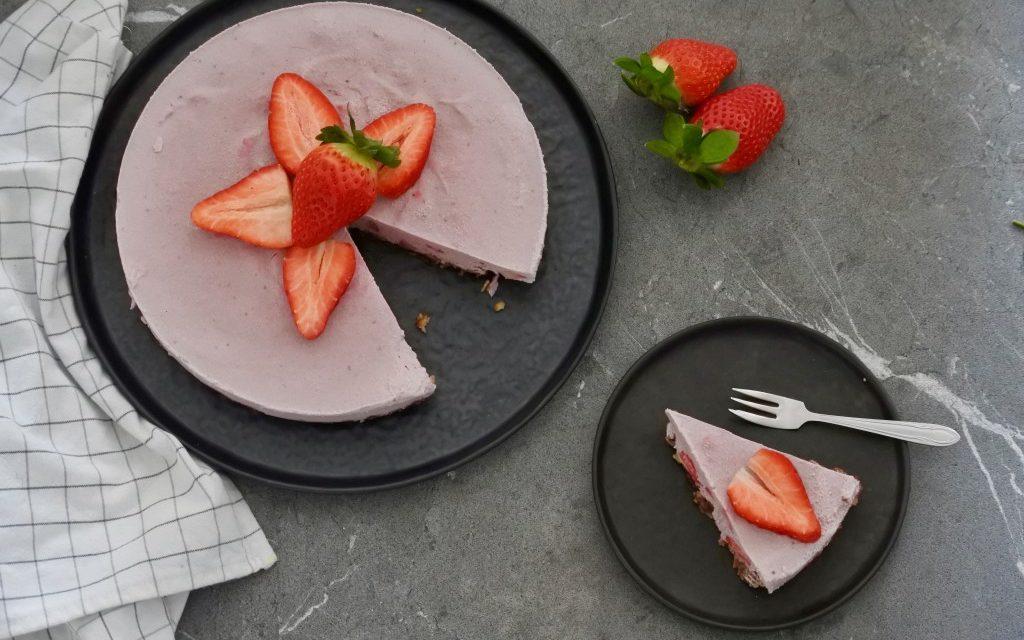 Vegan aardbeien cheesecake