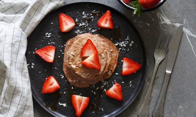 Vegan pannenkoeken met aardbeien