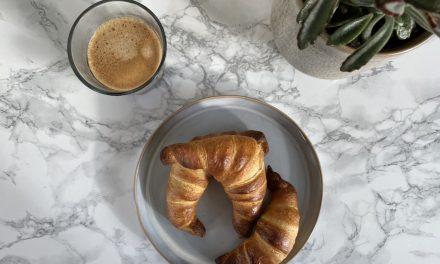Mini croissants met hazelnoten en witte kokospasta